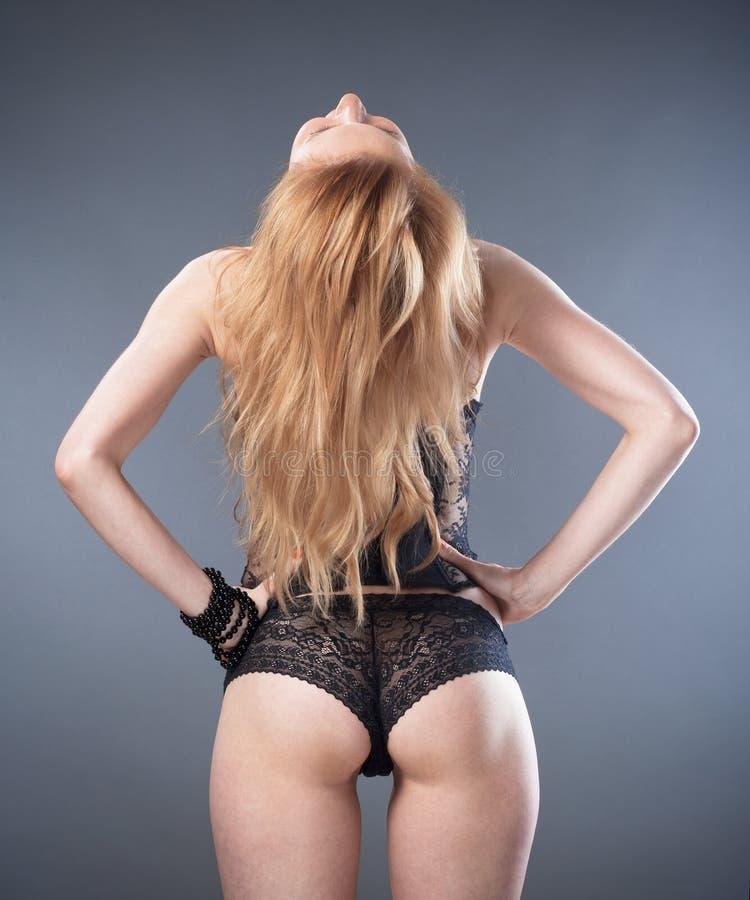 Mulher no roupa interior preto fotografia de stock royalty free