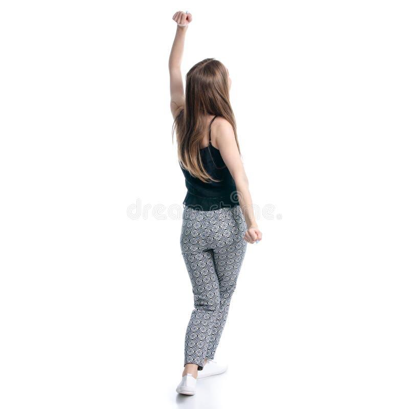 Mulher no t-shirt preto e nas mãos de dança da felicidade das calças acima fotos de stock