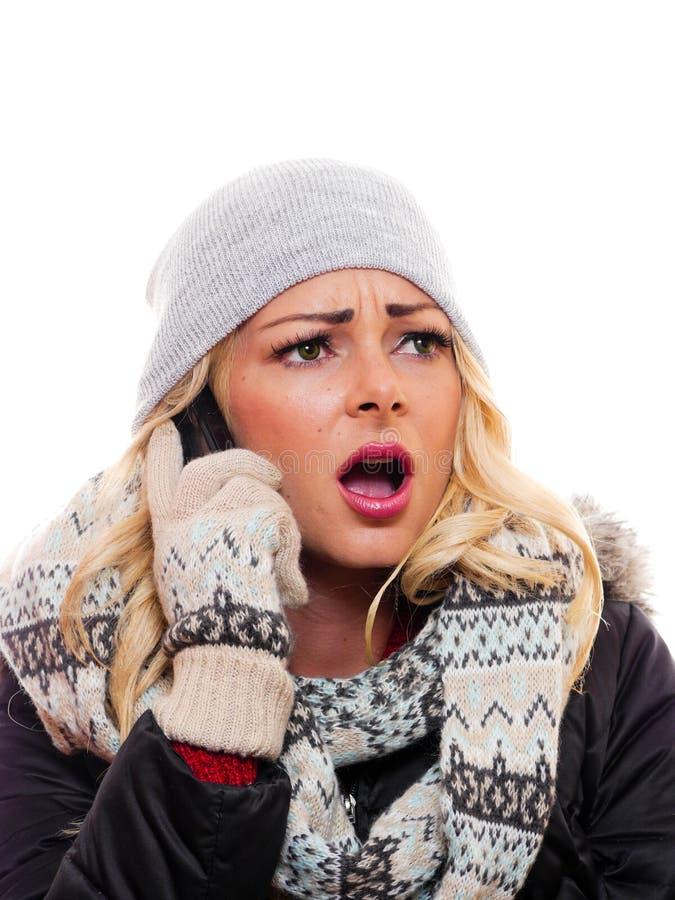 A mulher no telefone celular é chocada imagem de stock royalty free