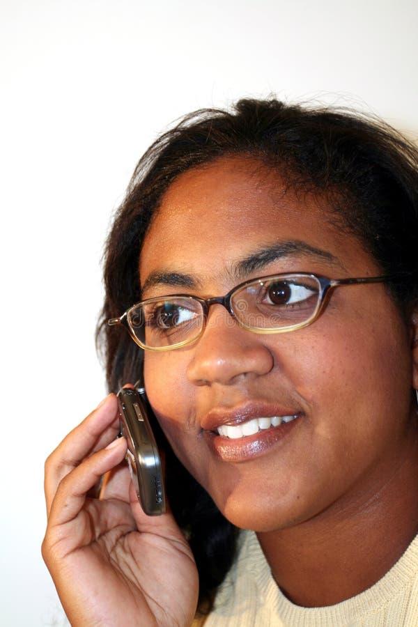 Mulher no telefone de pilha fotos de stock royalty free