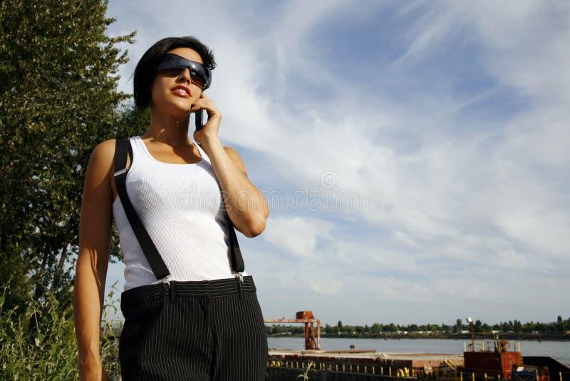 Mulher no telemóvel imagem de stock royalty free