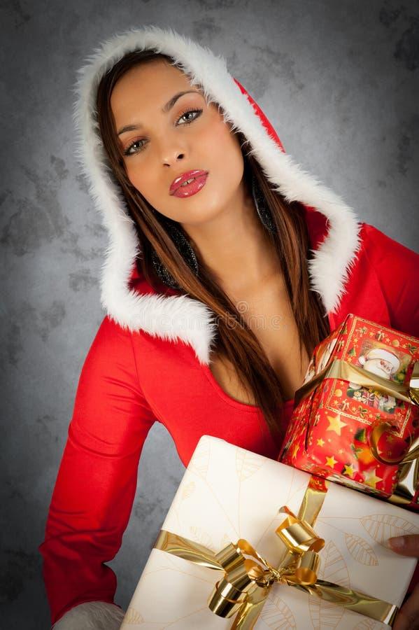 Mulher no tempo do Natal imagens de stock royalty free
