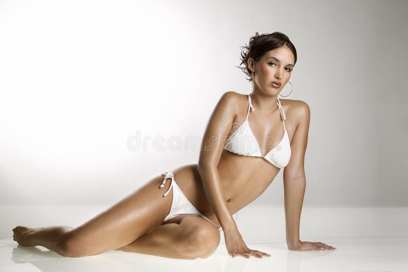 Mulher no terno de banho. imagens de stock