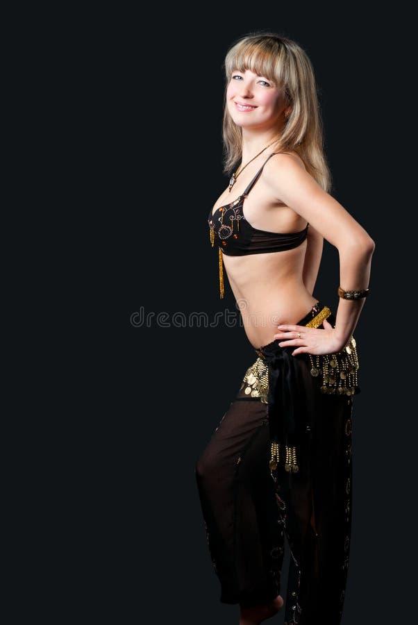 A mulher no terno de dança do leste fotos de stock