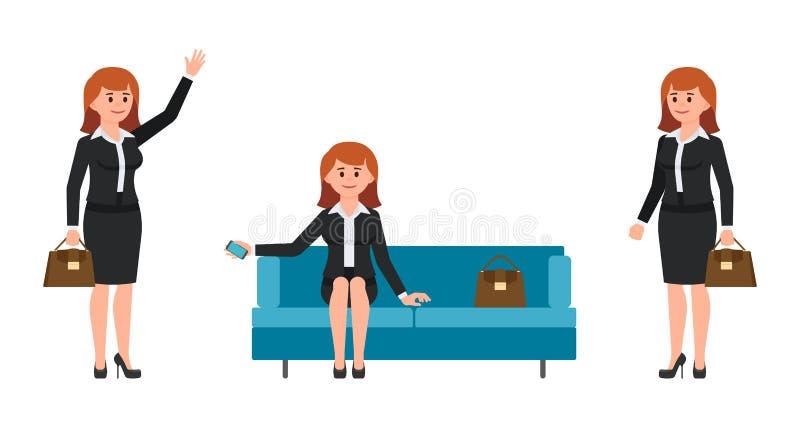 Mulher, no terno preto que senta-se no sofá, guardando o smartphone Mulher, com mão do saco e sorriso de ondulação ilustração royalty free