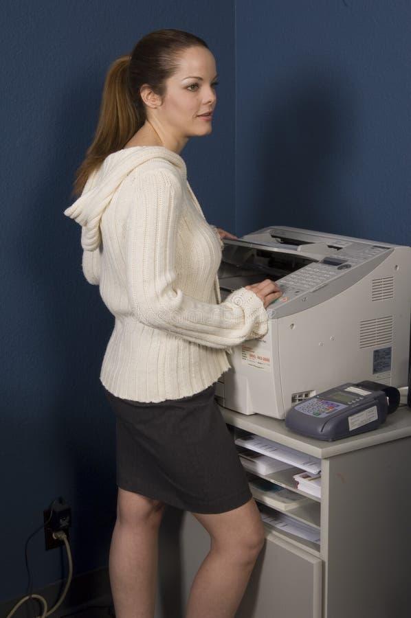 Download Mulher no trabalho foto de stock. Imagem de equipamento - 542416