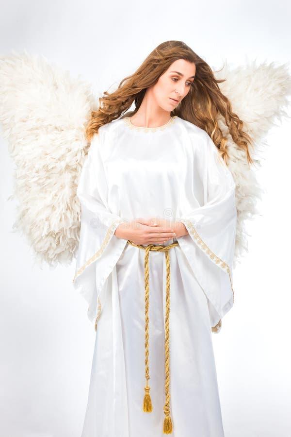 Mulher no traje do anjo imagens de stock