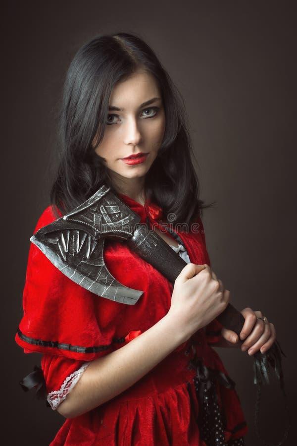 Mulher no traje do carnaval Equitação vermelha pequena 'sexy' foto de stock