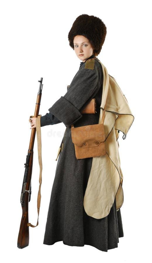 Mulher no traje do vintage com um rifle. fotografia de stock royalty free