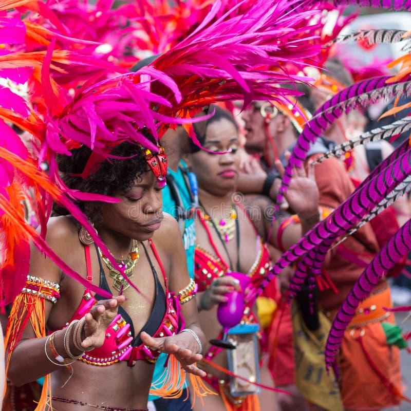 Mulher no traje no carnaval das culturas em Berlim imagens de stock royalty free