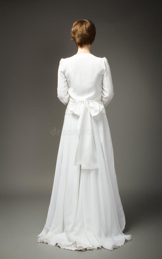 Mulher no verso do vestido de casamento imagens de stock royalty free