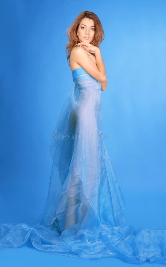 Mulher no vestido azul fotografia de stock royalty free