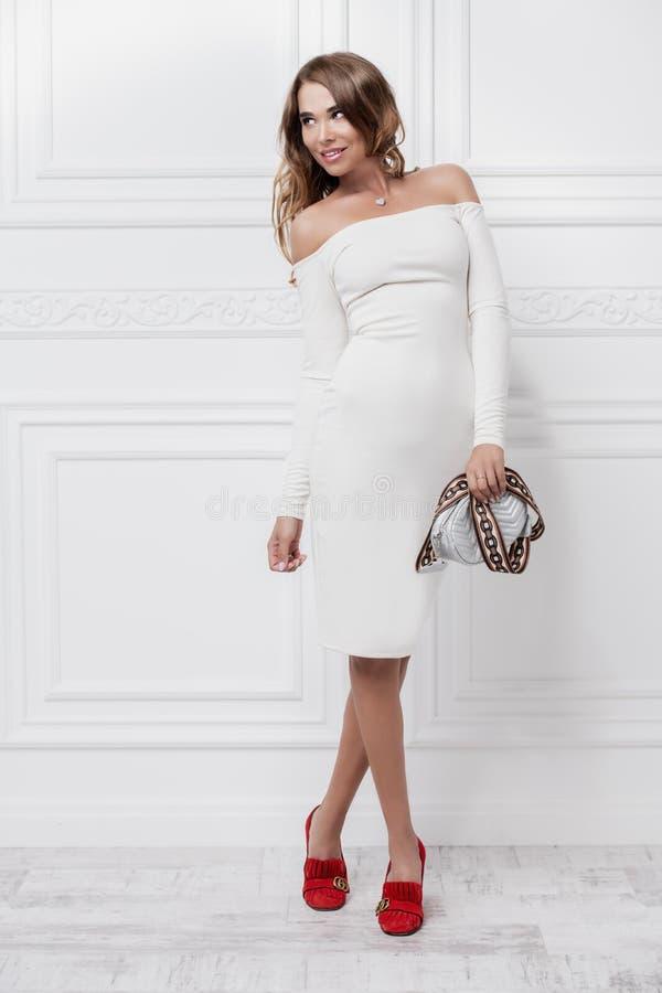 Mulher no vestido branco fotos de stock