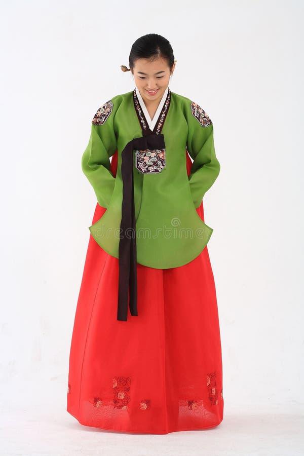 Mulher no vestido coreano imagem de stock
