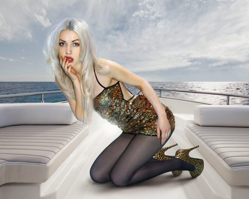 Mulher no vestido de brilho imagens de stock