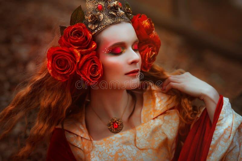 Mulher no vestido medieval vermelho imagem de stock