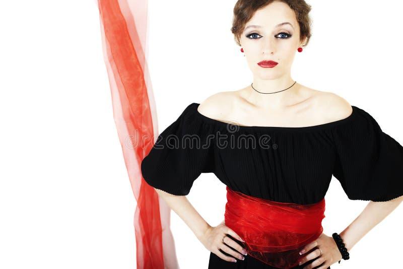 Mulher no vestido preto com faixa vermelha imagens de stock