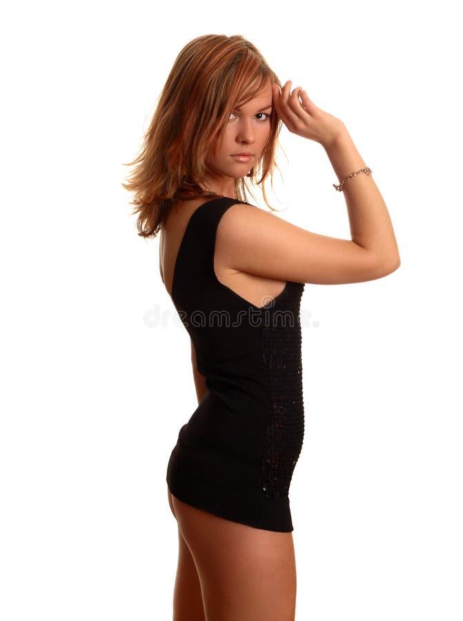 Mulher no vestido preto curto imagem de stock