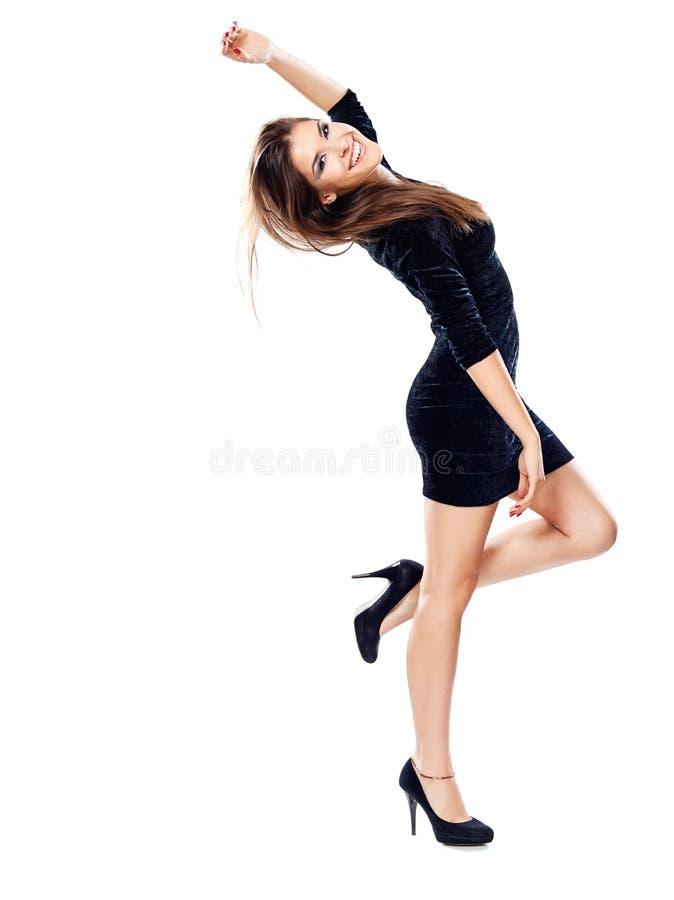 Mulher no vestido preto nos saltos fotos de stock