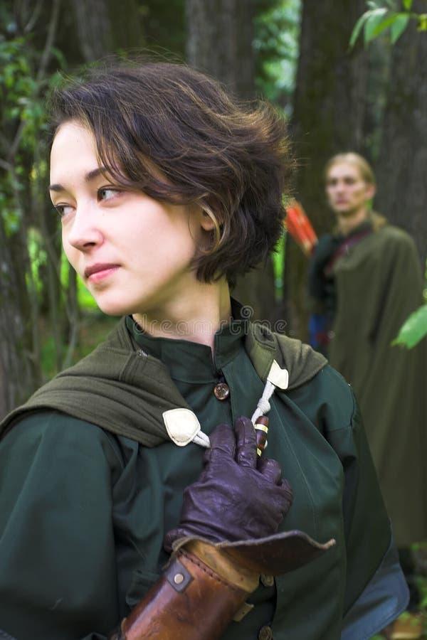 Mulher no vestido verde fotos de stock