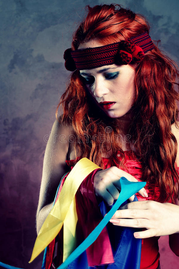 Mulher no vestido vermelho imagem de stock royalty free