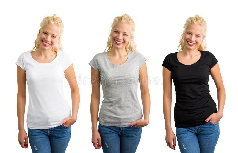 Mulher nos t-shirt brancos, cinzentos, e pretos imagens de stock royalty free