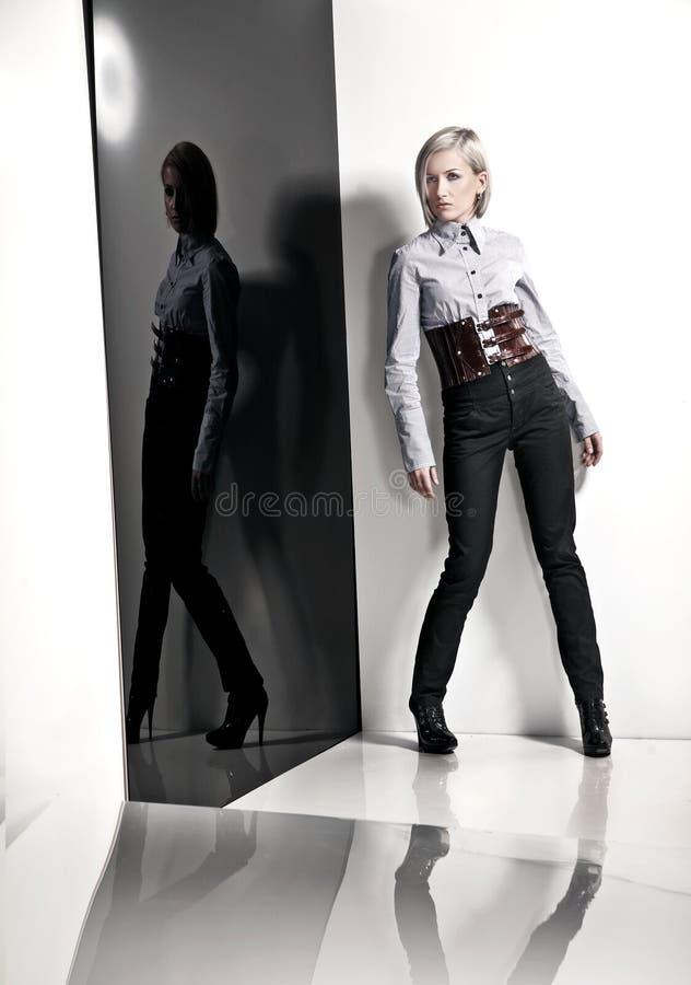 Mulher nova foto de stock