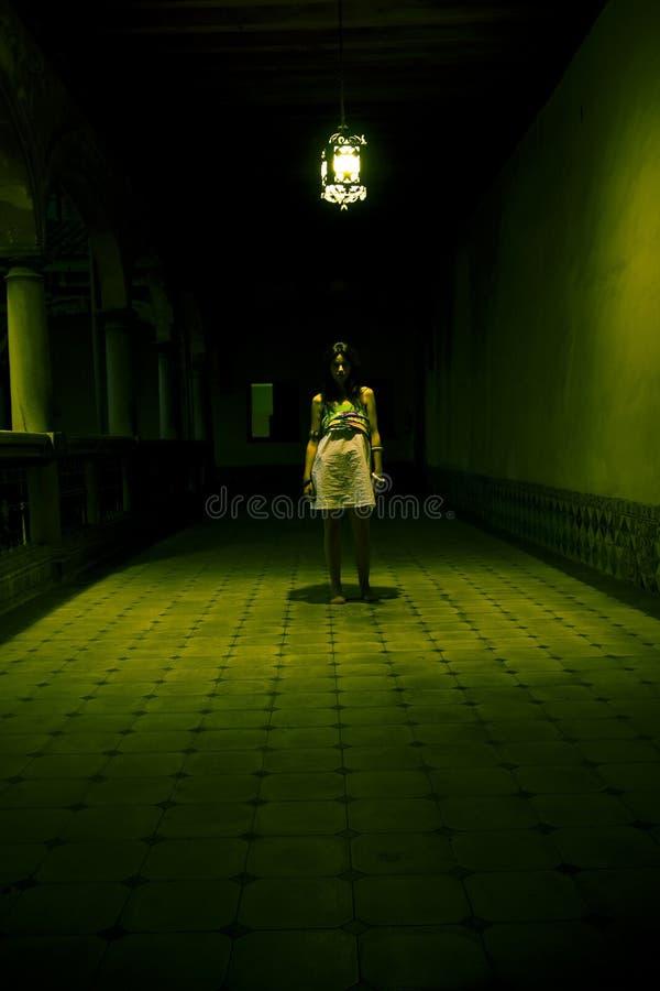 Mulher nova assustador imagens de stock royalty free