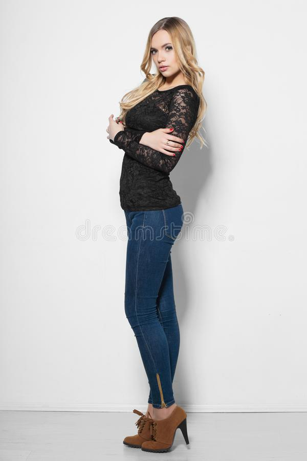 Mulher nova atrativa fotografia de stock