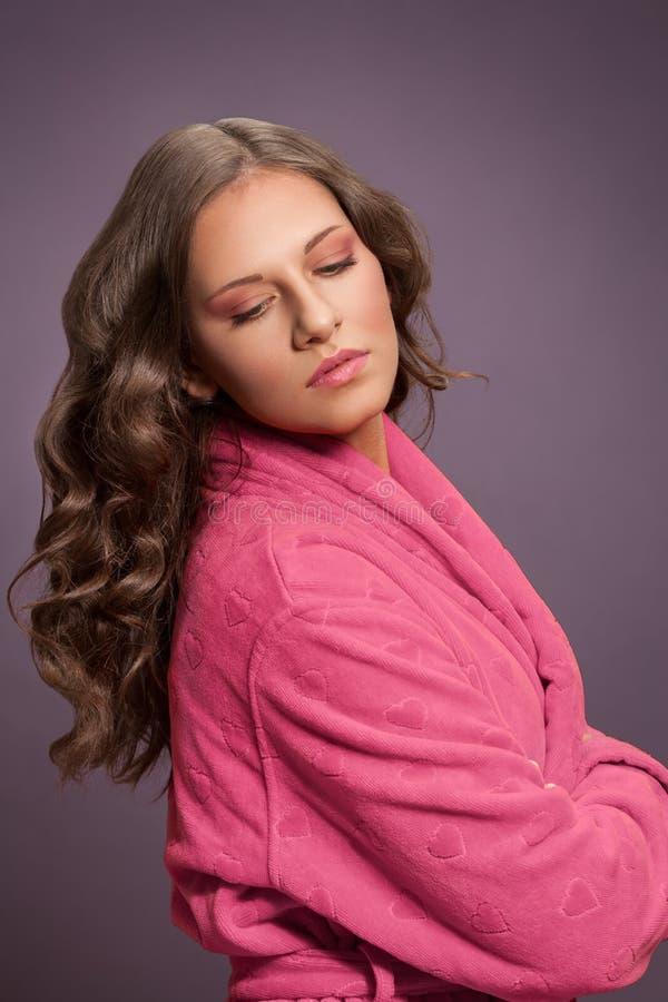 Mulher nova bonita com cabelo longo fotografia de stock