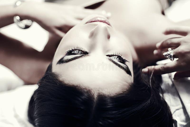 Mulher nova bonita com pele limpa fotos de stock royalty free