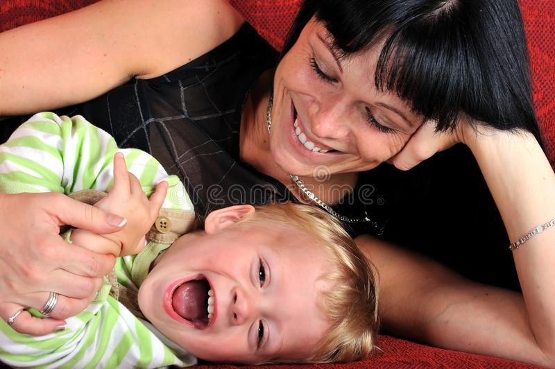 Mulher nova bonita com seu bebê imagens de stock royalty free