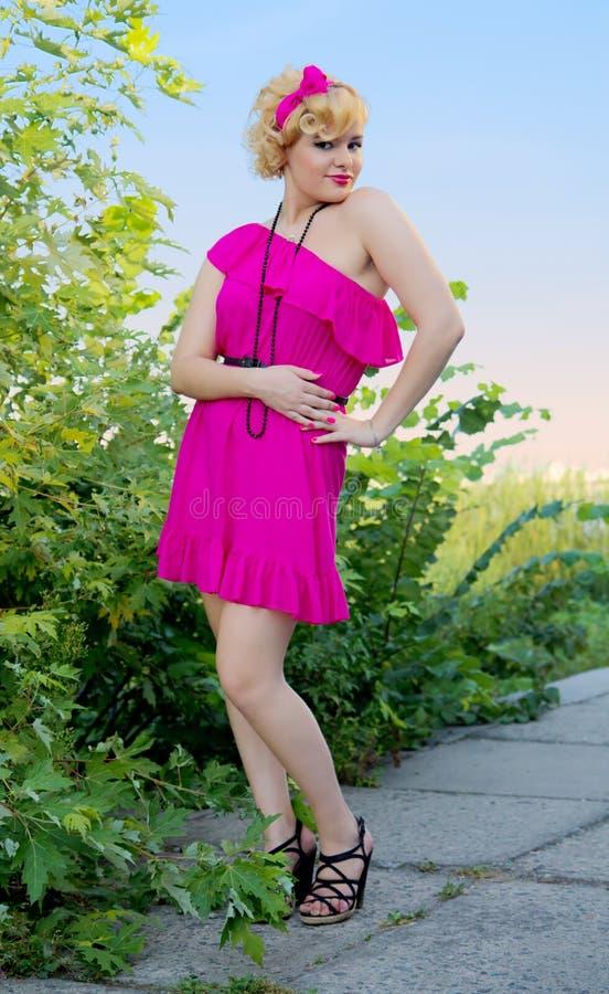 Mulher nova bonita do pino-acima imagens de stock royalty free