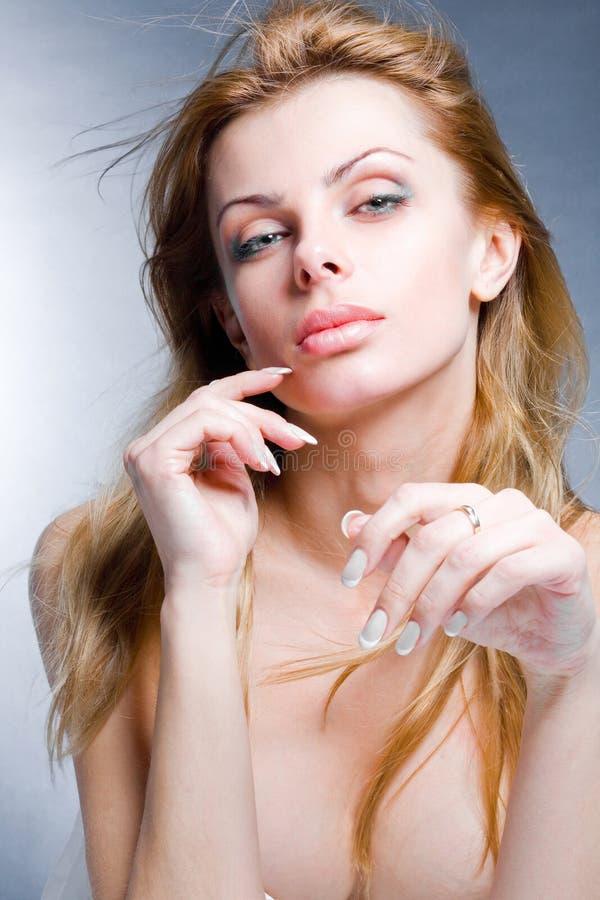 Mulher nova bonita do retrato foto de stock royalty free