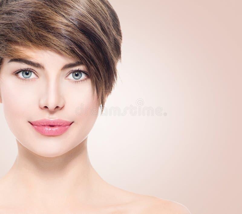 Mulher nova bonita dos termas fotografia de stock