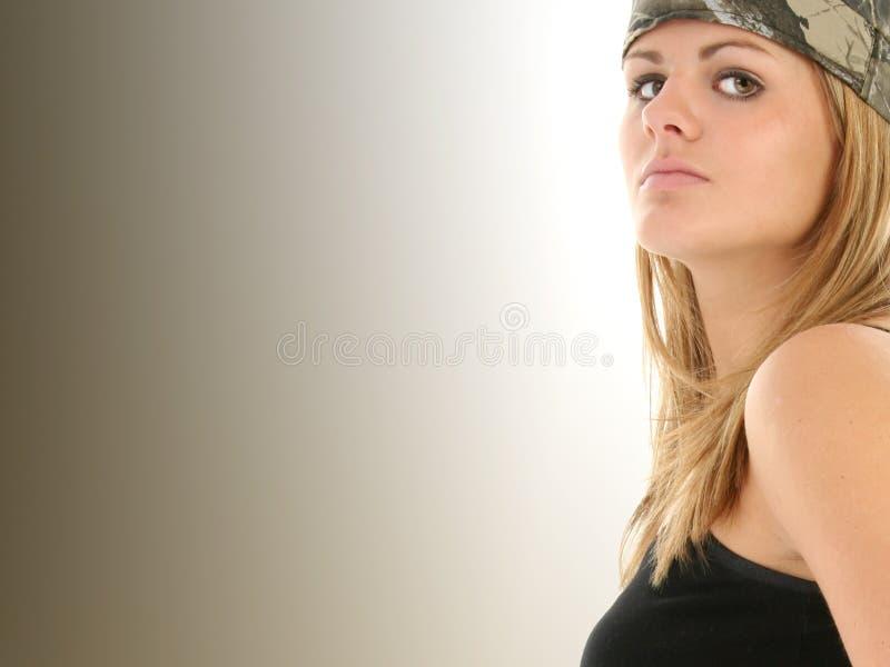 Mulher nova bonita em Camo imagens de stock royalty free