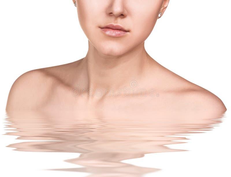 Mulher nova bonita na água Conceito dos termas imagens de stock royalty free