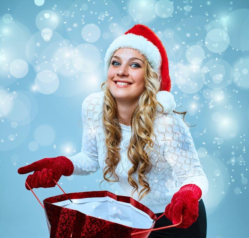 Mulher nova bonita na roupa de Papai Noel imagem de stock royalty free
