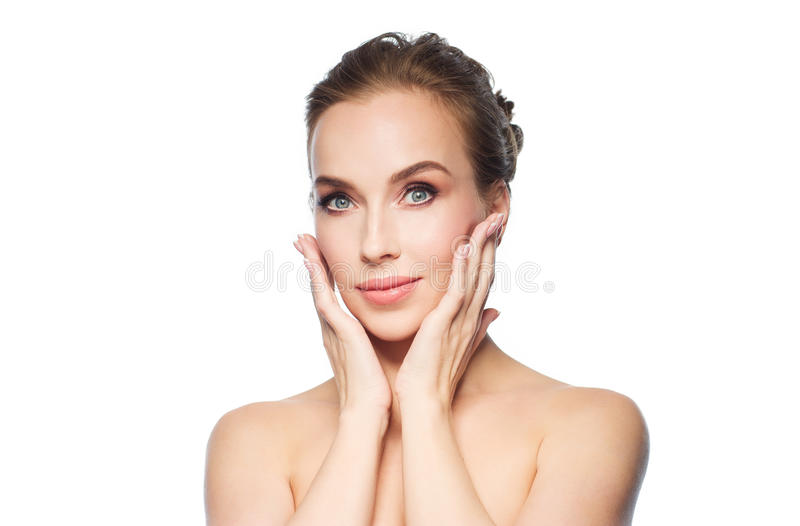 Mulher nova bonita que toca em sua face foto de stock royalty free