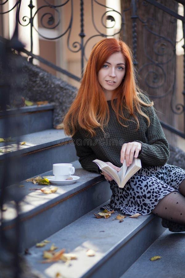 Mulher nova bonito imagens de stock royalty free