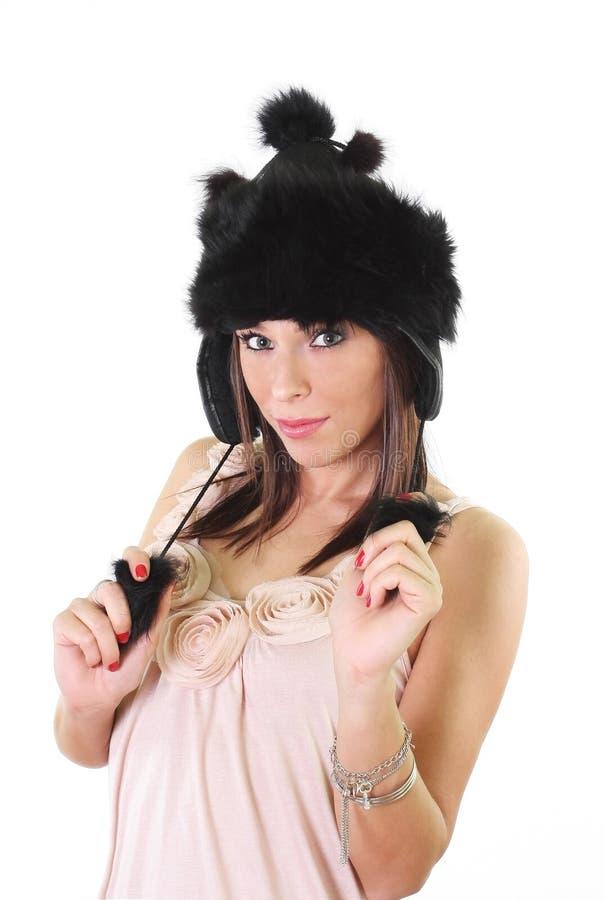 Mulher nova bonito no chapéu forrado a pele do inverno fotografia de stock royalty free