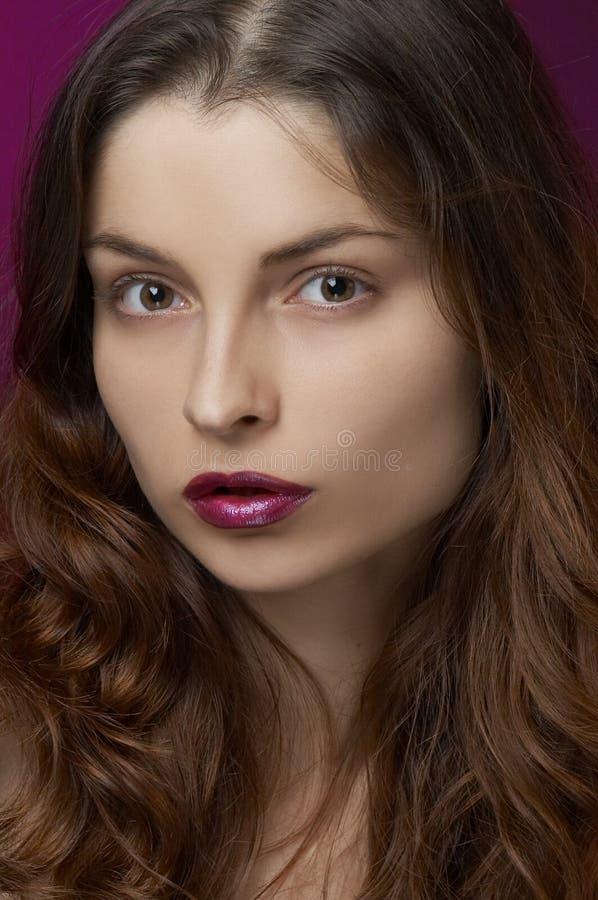 Mulher nova com composição foto de stock