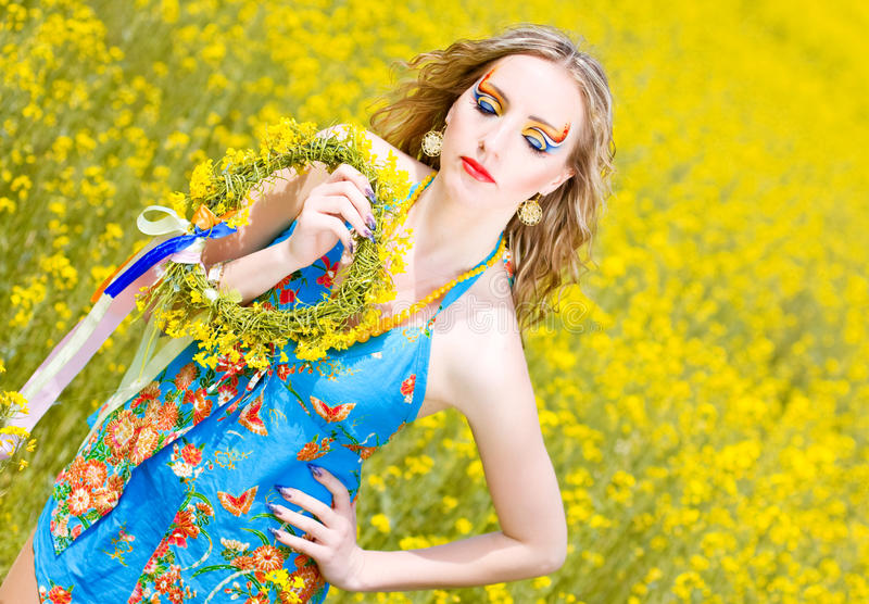 Mulher nova com composição brilhante fotos de stock