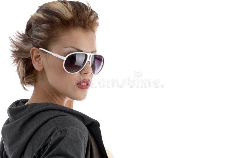 Mulher nova com eyeglasses foto de stock