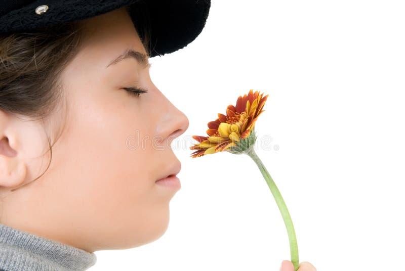 Mulher nova com flor fotografia de stock