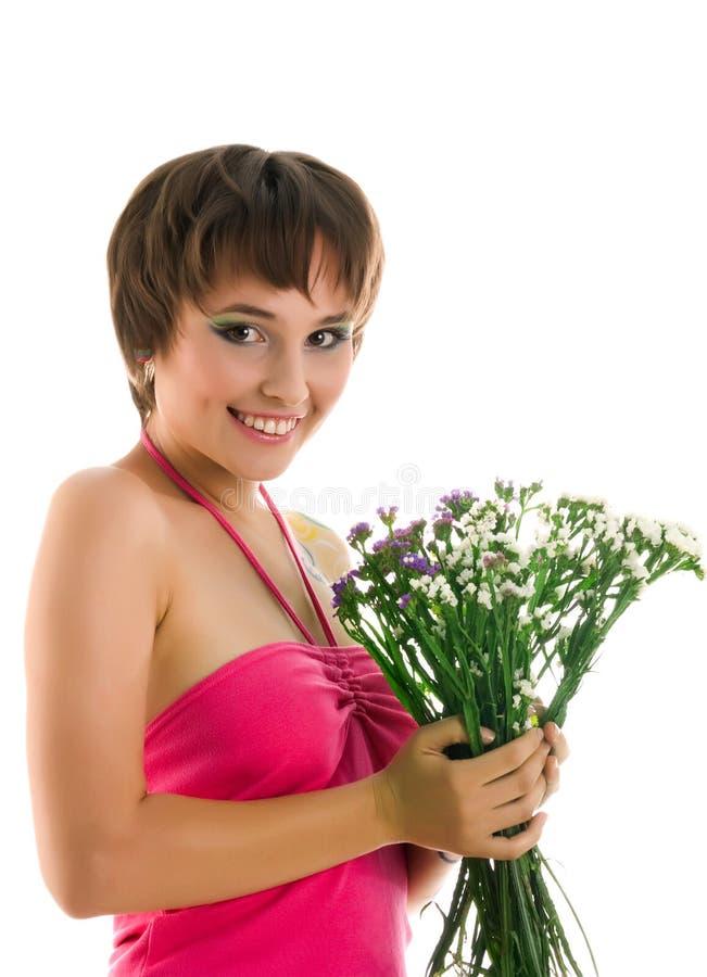 Mulher nova com flores selvagens fotos de stock royalty free