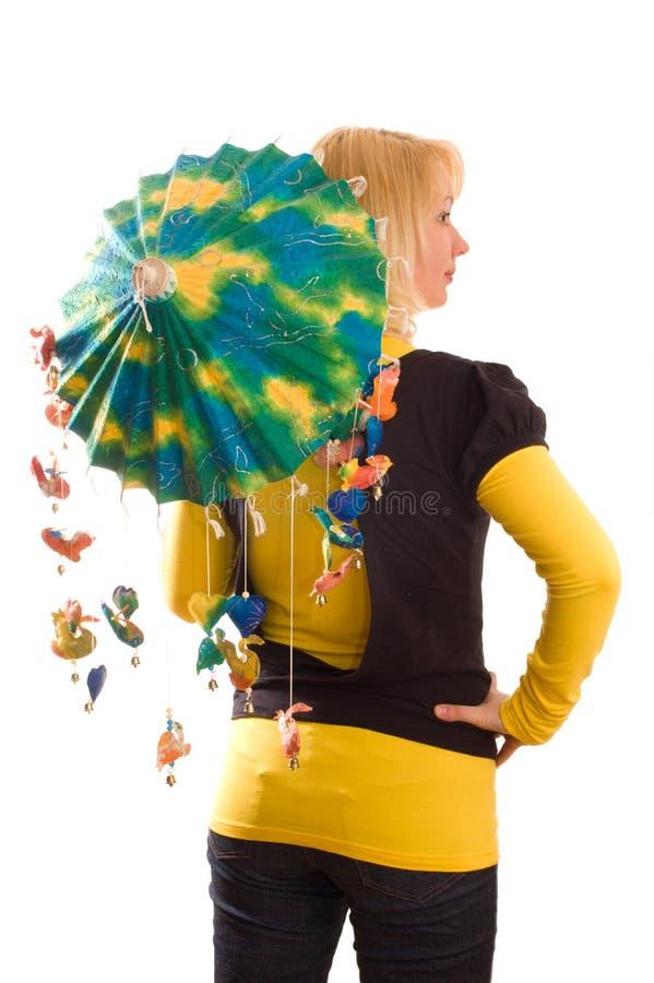 Mulher nova com guarda-chuva engraçado fotografia de stock