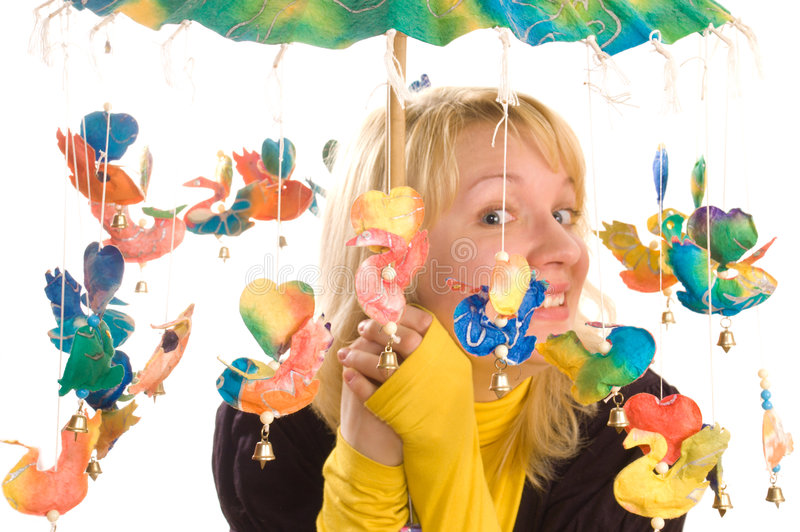 Mulher nova com guarda-chuva engraçado imagens de stock