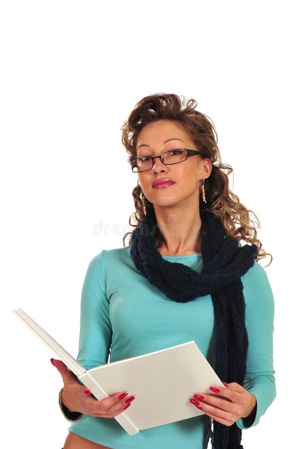 Mulher nova com livro e pena foto de stock