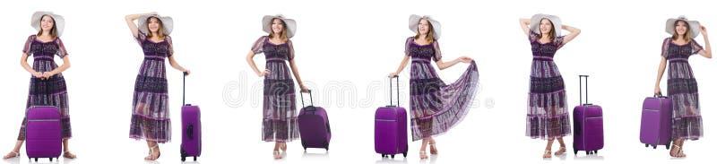 Mulher nova com a mala de viagem isolada no branco foto de stock
